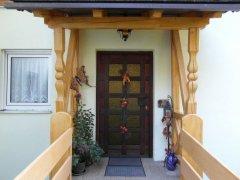 Eingang-zu-den-Ferienwohnungen-003.jpg